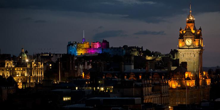 edinburgh-castle-lit-up